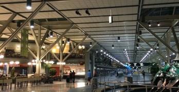 石垣島にホテル泊で移住!今は@Vancouver International Airport 因みにバンクーバー空港にはフリ