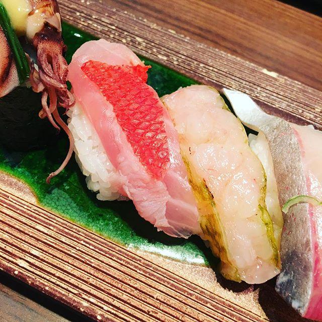 すし玉さん、本当に美味しいです。オススメです。二人で2700円でした。
