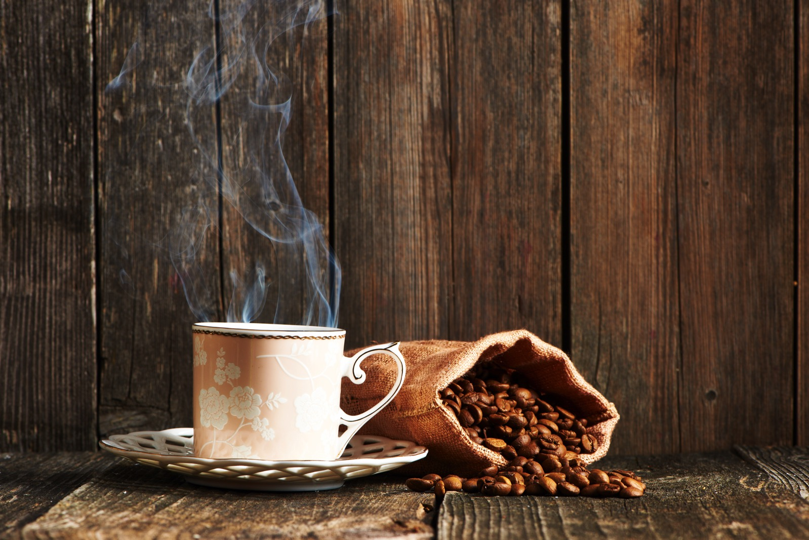 Cup of coffee and coffee beans P38DQV8